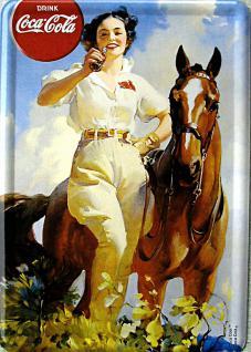 Blechpostkarte Coca Cola Lady mit Pferd