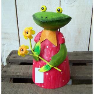 Zaunhocker Frau Frosch Blumen