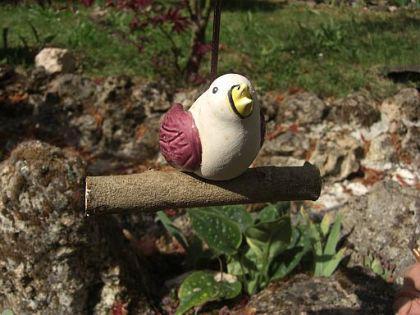 Keramik Vogel, hängend, auf Holzstab, sandfarben m - Vorschau 2
