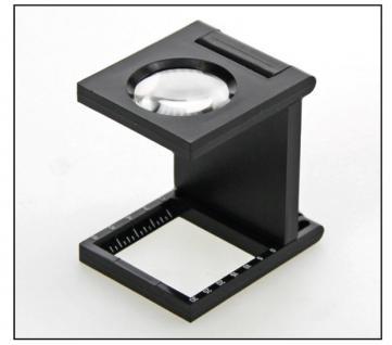 SAFE 9827 Weisse Standlupe Fadenzähler Lupe 5x fache Vergrößerung Bikonvex geschliffen