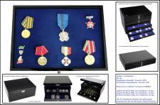 SAFE 5866-3 Schwarze Schubladen mit blauer Einlage flexible ohne Facheinteilung dreifach tief 330 x 228 x 49 mm Für Anstecknadeln Buttons Pins Schmuck Mineralien Militaria Ansteknadeln Orden