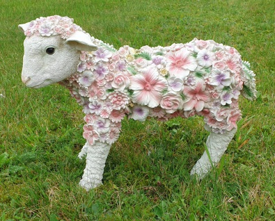 Dekofigur Lamm stehend mit Blumen Gartendeko Tierfigur Schaf Lämmchen Osterlamm