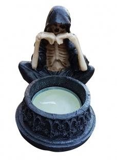 Gothic Geist vor Teelicht Skelett Totenkopf Mystik Fantasy Sensemann