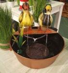 Deko Brunnen Metall mit Entenpaar und Pumpe, Gartendeko, Indoor, Outdoor