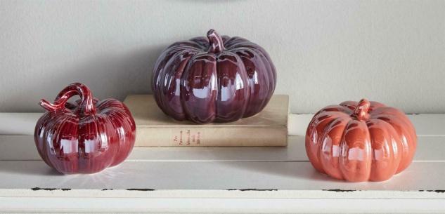 3 Deko Kürbisse aus Porzellan, lila, hochglänzend, Herbst Halloween Kürbis Figur