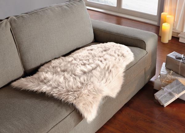 stuhl mit fell elegant stuhl mit fell with stuhl mit fell ib laursen tibetisches sitzfell grau. Black Bedroom Furniture Sets. Home Design Ideas