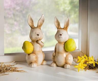 2 Deko Hasen aus Porzellan, braun, mit Oster Ei, 22 cm hoch, Tier Figur Statue