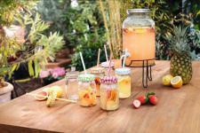 6ER TRINKGLAS 'Happy Day' FLASCHE GLAS bunt mit DECKEL & STROHHALM TRINKHALM