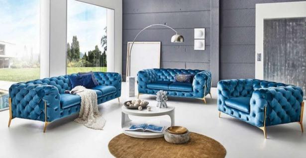 Casa Padrino Luxus Chesterfield Wohnzimmer Set Blau / Gold - 2 Sofas & 1 Sessel - Chesterfield Wohnzimmer Möbel - Luxus Qualität