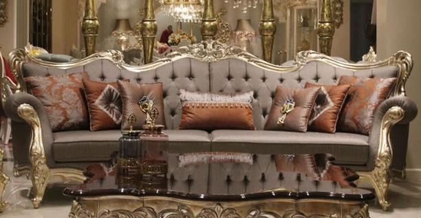Casa Padrino Luxus Barock Wohnzimmer Sofa Grau / Gold 300 x 98 x H. 120 cm - Prunkvolles Sofa im Barockstil - Edle Barock Wohnzimmer Möbel