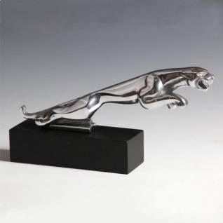 Casa Padrino Vintage Designer Jaguar aus poliertem Aluminium auf Holzsockel L 19 x H 8.5 x B 3.5 cm - Alu Dekoration massive Skulptur - Panther Leopard