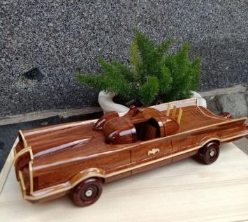 Casa Padrino Deko Auto Dreamcar Braun / Naturfarben 36 x 12 x H. 11 cm - Handgefertigtes Holz Auto - Wohnzimmer Deko - Schreibtisch Deko - Deko Accessoires