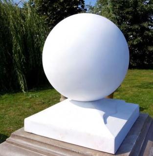 Casa Padrino Kanonenkugel auf Ständer Weiß - Schwere Ausführung - Garten Dekoration