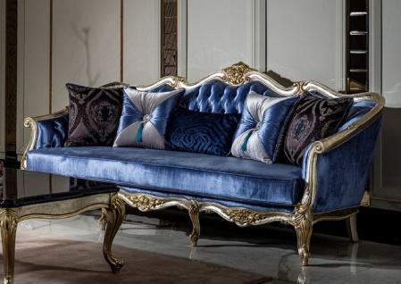 Casa Padrino Luxus Barock Sofa Blau / Silber / Gold - Handgefertigtes Wohnzimmer Sofa mit dekorativen Kissen - Barock Wohnzimmer Möbel