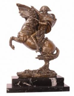 Casa Padrino Luxus Bronze Figur -Napoleon auf Pferd beim Überqueren der Alpen- auf Natursteinsockel - Militaria Skulptur