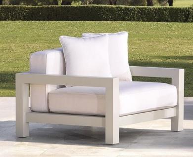 Casa Padrino Luxus Garten Sessel mit Kissen Weiß / Sandfarben 101 x 100 x H. 72 cm - Garten Terrassen Hotel Möbel - Luxus Qualität