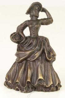 Casa Padrino Jugendstil Tischglocke Dame mit Korb Bronze / Gold 6, 6 x 5, 3 x H. 9 cm - Tischklingel Service Glocke aus Bronze - Hotel & Gastronomie Accessoires