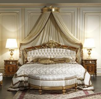 Casa Padrino Luxus Barock Schlafzimmer Set Weiß / Braun / Gold - 1 Doppelbett mit Kopfteil & 1 Baldachin & 2 Nachttische & 1 Sitzbank - Barock Schlafzimmer Möbel - Barock Hotel Möbel