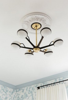 Casa Padrino Luxus LED Kronleuchter Bronze / Messing / Weiß Ø 70, 5 x H. 16, 5 cm - Kronleuchter mit kugelförmigen Lampenschirmen - Luxus Qualität - Vorschau 5