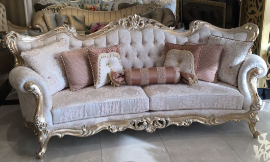 Casa Padrino Luxus Barock Wohnzimmer Sofa Creme / Rosa / Gold 300 x 98 x H. 120 cm - Prunkvolles Sofa im Barockstil - Edle Barock Wohnzimmer Möbel