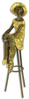 Casa Padrino Luxus Bronzefigur Dame sitzt an der Bar Bronze / Gold 12, 9 x 9, 1 x H. 28, 2 cm - Bronze Skulptur - Dekofigur