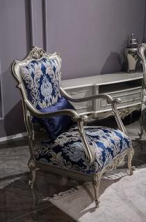 Casa Padrino Luxus Barock Sessel Blau / Silber 75 x 70 x H. 117 cm - Wohnzimmer Sessel mit elegantem Muster und dekorativem Kissen - Barock Möbel