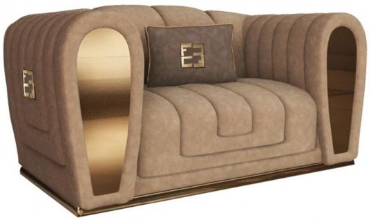 Casa Padrino Luxus Wildleder Sessel mit dekorativem Kissen Taupefarben / Gold 135 x 100 x H. 76 cm - Hotel Möbel - Luxus Qualität - Made in Italy