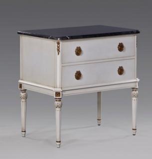 Casa Padrino Luxus Nacht Kommode passend zu Louis XIV Bett Antik Weiß / Gold aus der Luxus Kollektion von Casa Padrino - Nacht Schränkchen Schrank - Schlafzimmer Möbel Nachttisch