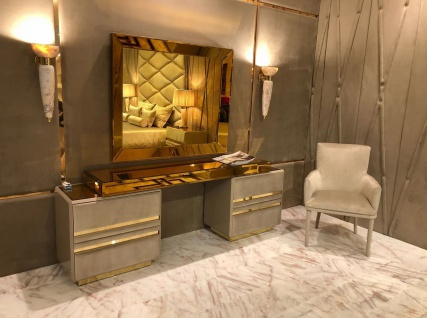 Casa Padrino Luxus Schlafzimmer Möbel Set Taupe / Gold - Edler Schminktisch mit Wandspiegel - Hotel Möbel - Luxus Qualität - Made in Italy - Vorschau 2