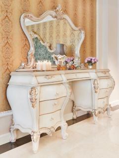 Casa Padrino Luxus Barock Schlafzimmer Set Weiß / Creme / Gold - 1 Schminkkommode & 1 Spiegel - Prunkvolle Schlafzimmer Möbel im Barockstil - Luxus Qualität