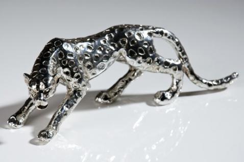 Casa Padrino Designer Gepard aus Polyresin antik-silber - Edle Skulptur Länge 28 cm, Höhe 8, 5 cm Leopard
