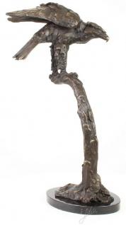 Casa Padrino Luxus Adler Bronzefigur Grau / Gold / Schwarz 44, 4 x 28, 8 x H. 71, 5 cm - Dekofigur mit Marmorsockel