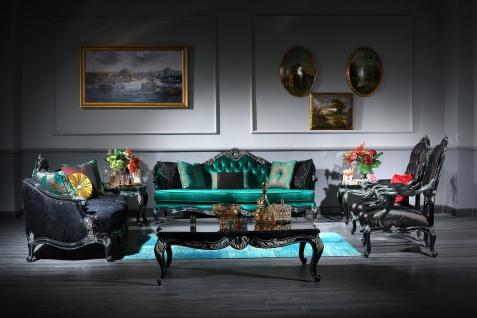 Casa Padrino Luxus Barock Wohnzimmer Set Grün / Schwarz / Gold - 2 Sofas & 2 Sessel & 1 Couchtisch & 2 Beistelltische - Prunkvolle Barock Möbel - Luxus Qualität