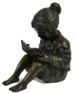 Casa Padrino Luxus Bronzefigur sitzendes Mädchen mit Buch Bronze / Schwarz 19 x 27 x H. 30 cm - Bronze Skulptur - Dekofigur - Deko Accessoires