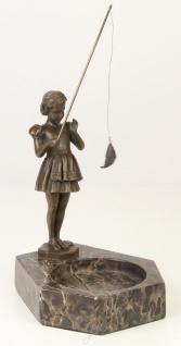 Casa Padrino Luxus Aschenbecher mit Bronzefigur Mädchen mit Angel Bronzefarben / Grau 16, 4 x 15, 1 x H. 22, 3 cm - Luxus Dekoration - Vorschau 2