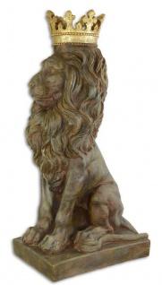 Casa Padrino Deko Skulptur Löwe mit Krone Grau / Braun / Gold 40 x 47, 3 x H. 91, 5 cm - Kunstharz Dekofigur - Barock & Jugendstil Deko Accessoires