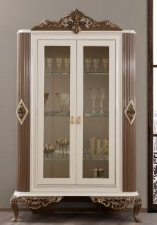 Casa Padrino Luxus Barock Wohnzimmer Vitrine Weiß / Braun / Gold 130 x 50 x H. 220 cm - Prunkvoller Barock Vitrinenschrank mit 2 Glastüren - Edle Barock Möbel