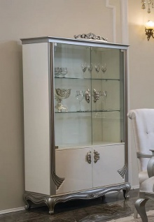 Casa Padrino Luxus Barock Vitrine Weiß / Silber 111 x 49 x H. 193 cm - Edler Massivholz Vitrinenschrank mit 4 Türen - Barock Möbel