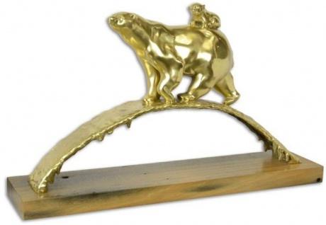 Casa Padrino Luxus Bronze Skulptur Polarbär Gold / Braun 85, 3 x 19, 8 x H. 49, 9 cm - Vergoldete Eisbär Bronzefigur mit Holzsockel - Luxus Kollektion