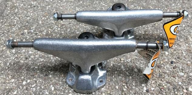 Grindking Skateboard Achsen Set Low Silber 7.5 inch - Lagerware mit leichten Kratzern