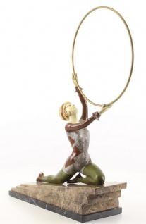 Casa Padrino Luxus Bronzefigur Hula Hoop Tänzerin mit Natursteinsockel Mehrfarbig 41, 3 x 13 x H. 49, 9 cm - Luxus Deko