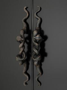 Casa Padrino Luxus Schrank Schwarz Massivholz Bronze Schlangen Griffe