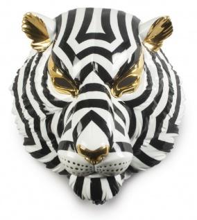 Casa Padrino Luxus Porzellan Deko Maske Tiger Schwarz / Weiß / Gold 30 x 23 x H. 38 cm - Moderne handgefertigte Wanddeko - Erstklassische Qualität - Made in Spain