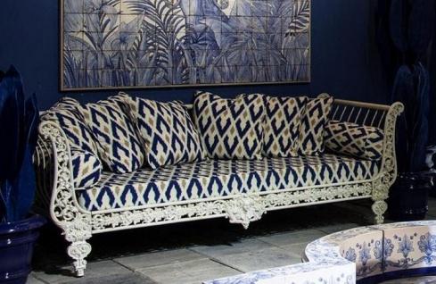 Casa Padrino Luxus Barock Sofa Weiß / Blau / Gold 212 x 87 x H. 77 cm - Handgeschmiedetes Schmiedeeisen Sofa mit Kissen - Wohnzimmer Sofa - Garten Sofa - Terrassen Sofa - Barock Möbel