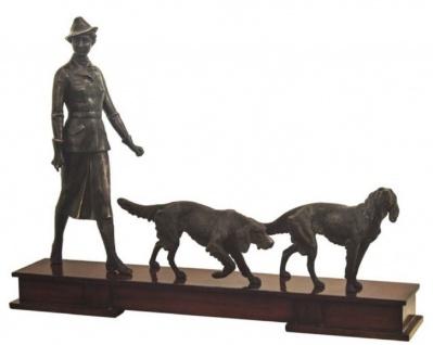 Casa Padrino Luxus Bronzefiguren Jägerin und Hunde Bronze / Dunkelbraun 61 x 11 x H. 45 cm - Luxus Dekofiguren mit Holzsockel