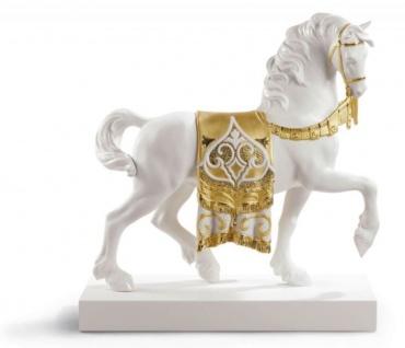 Casa Padrino Luxus Porzellan Königliches Ross Weiß / Gold 40 x H. 42 cm - Handgefertigtes Luxus Deko Pferd