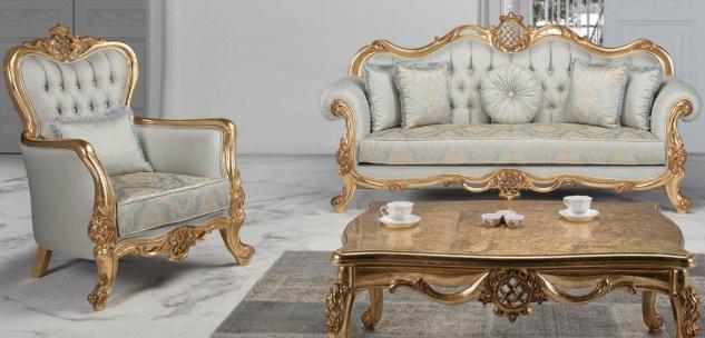 Casa Padrino Luxus Barock Wohnzimmer Set Hellblau / Türkis / Gold - 2 Sofas & 2 Sessel & 1 Couchtisch - Wohnzimmer Möbel im Barockstil - Edel & Prunkvoll