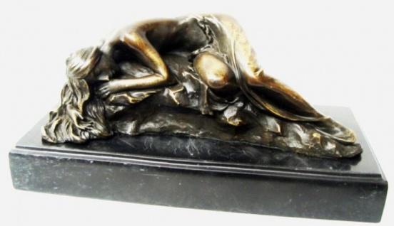 Casa Padrino Luxus Bronze Skulptur schlafende Schönheit Bronze / Gold / Schwarz 21, 5 cm - Dekofigur mit Marmorsockel