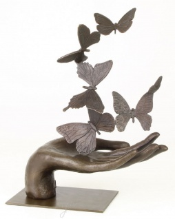 Casa Padrino Designer Skulptur Hand mit Schmetterlinge Bronze 26, 7 x 13, 7 x H. 33, 5 cm - Luxus Deko