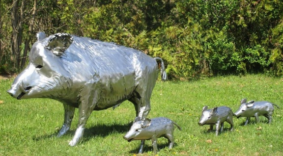 Casa Padrino Luxus Gartendeko Skulpturen Wildschwein mit 3 Frischlingen Silber - Edelstahl Gartendeko Figuren - Wetterbeständige Gartenfiguren